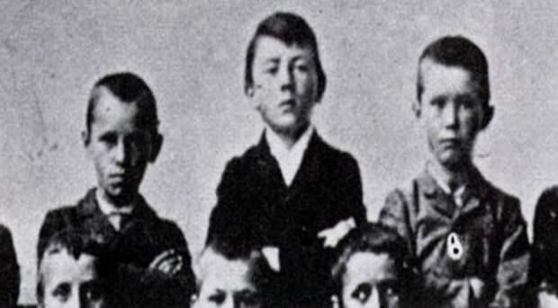 Как «детство» повлияло на Гитлера? Что он скрывал и к чему его тянуло?