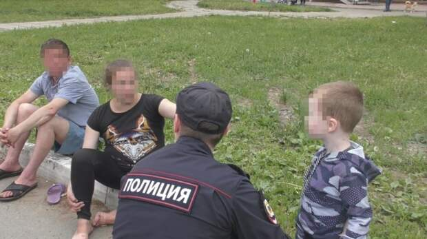 Ижевчане пожаловались в полицию на гуляющую с ребенком пьяную мать