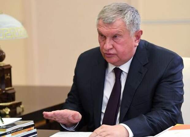 Chief Executive of oil producer Rosneft Igor Sechin attends a meeting with Russian President Vladimir Putin at the Novo-Ogaryovo state residence outside Moscow, Russia August 18, 2020. Sputnik/Alexei Nikolsky/Kremlin via REUTERS ATTENTION EDITORS - THIS IMAGE WAS PROVIDED BY A THIRD PARTY.