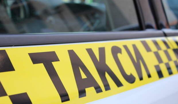 «Затакую цену водитель должен быть вкостюме». Омичей возмутила стоимость такси