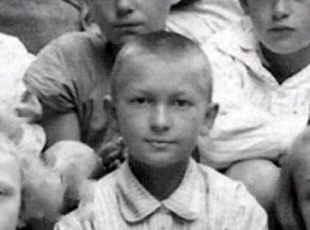 Георгий Вицин родился в Петрограде 23 апреля 1918 года. Но на самом деле вместо 1917-го был указан 1918-й , чтобы болезненного мальчика отправить в оздоровительную лесную школу, где было место только в младшей группе. СССР, история, факты