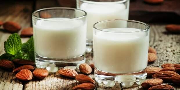 Полезные напитки перед сном: миндальное молоко