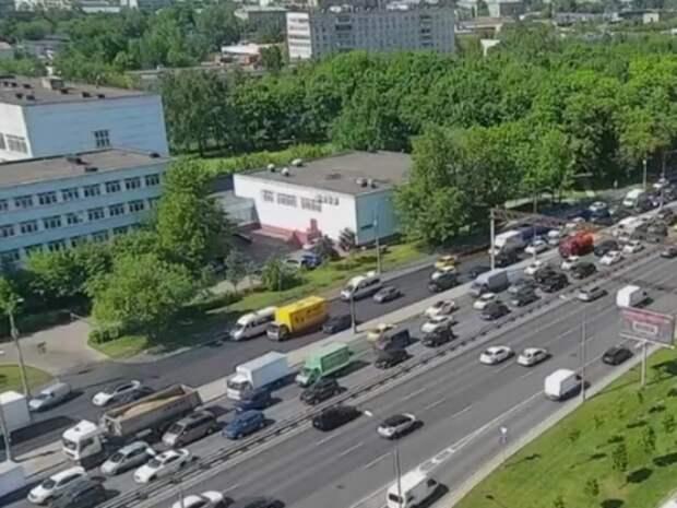 В Москве легковушка вылетела на «встречку» и устроила ДТП