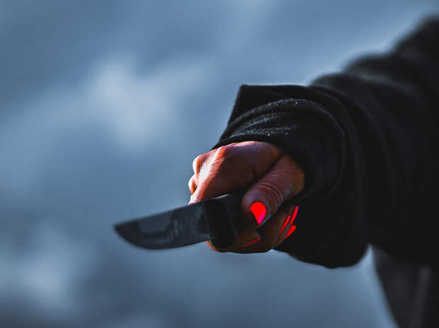 Москвичка ударила ножом поклонника, забравшегося к ней через балкон