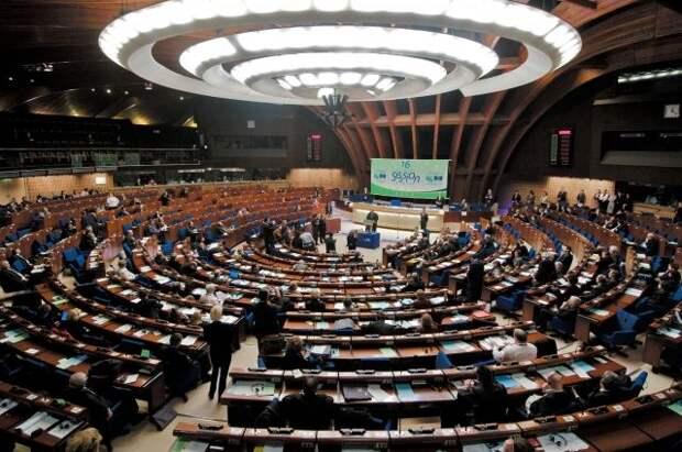 ЕП потребовал, чтобы Евросоюз вводил COVID-сертификаты максимум на год