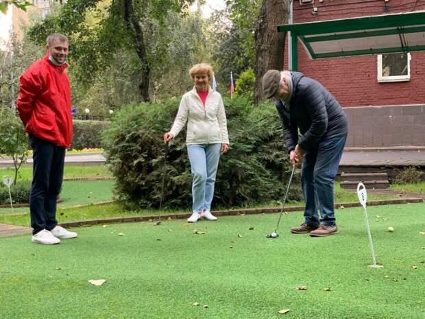 Пенсионеры снова смогут обучаться игре в мини-гольф на улице Усиевича