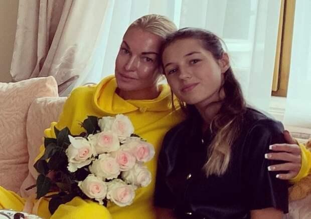 """Волочкова рассказала, как живет ее дочь Ариадна: """"Даже не верится, что родила ее 15 лет назад"""""""