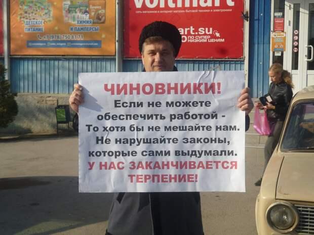 В Крыму атамана после вызова в ФСБ обыскали и увезли неизвестно куда