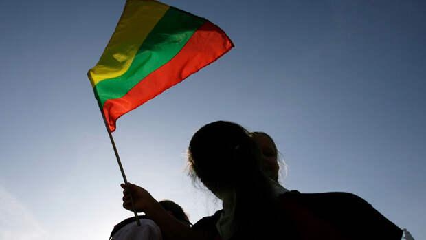 Литва высылает двух сотрудников посольства России в знак солидарности с Чехией