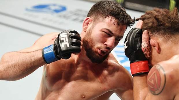 """""""Если местные ссорятся, то болтают по несколько часов. А я сразу бил"""". Французский дагестанец в UFC"""