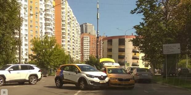 На Хорошевском шоссе каршеринг вступил в «бой» с такси