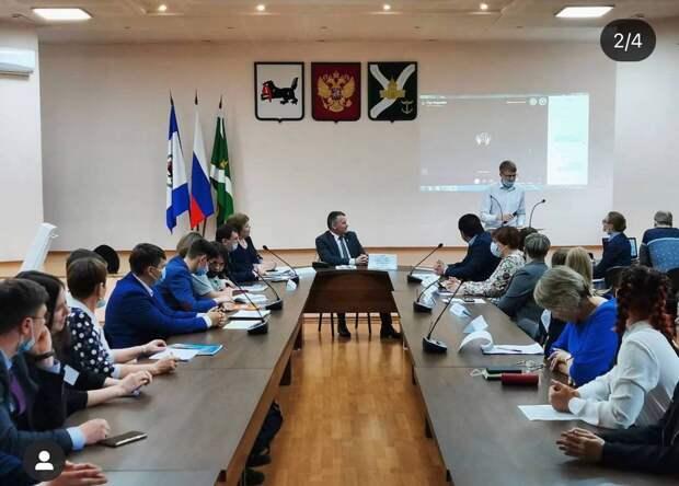 Мэр Усть-Кутского района обсудил экопроекты с активной молодежью