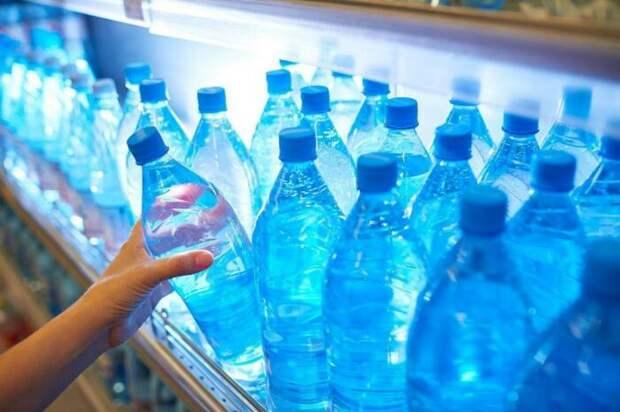 Раньше в магазинах можно было повсеместно встретить полки с одинаковым товаром / Фото: news.myseldon.com
