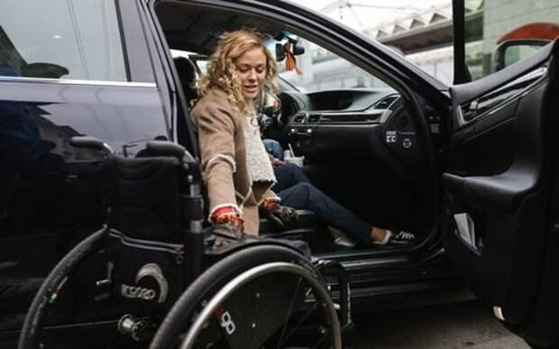 В Москве резко выросло количество инвалидов на дорогих автомобилях