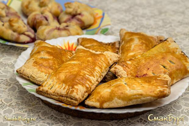 Ароматная домашняя выпечка за час: слойки со щавелем и мешочки с ягодами