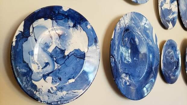 Необычное использование тарелок для дизайнерского декора стен