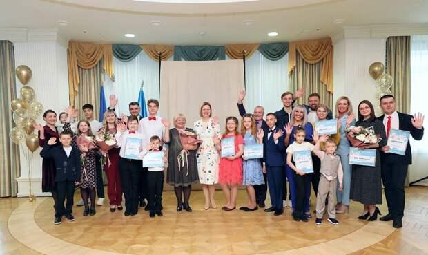 В Новом Уренгое наградили лучшие семьи Ямала