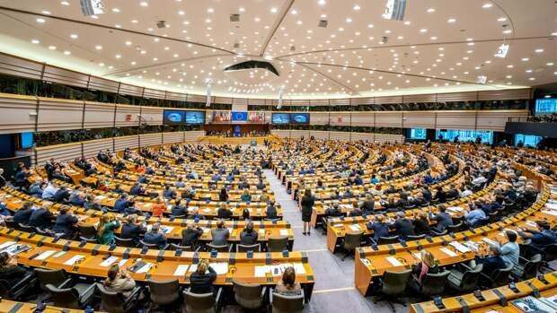 Европарламент представил доклад по выстраиванию отношений с Россией
