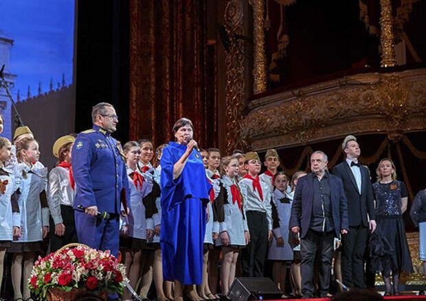 В праздничные дни более 2 тысяч военнослужащих посетили театры Москвы