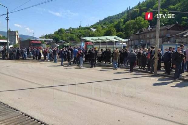 ВГрузии бастующие работники «Боржоми» пригрозили заводу беспорядками