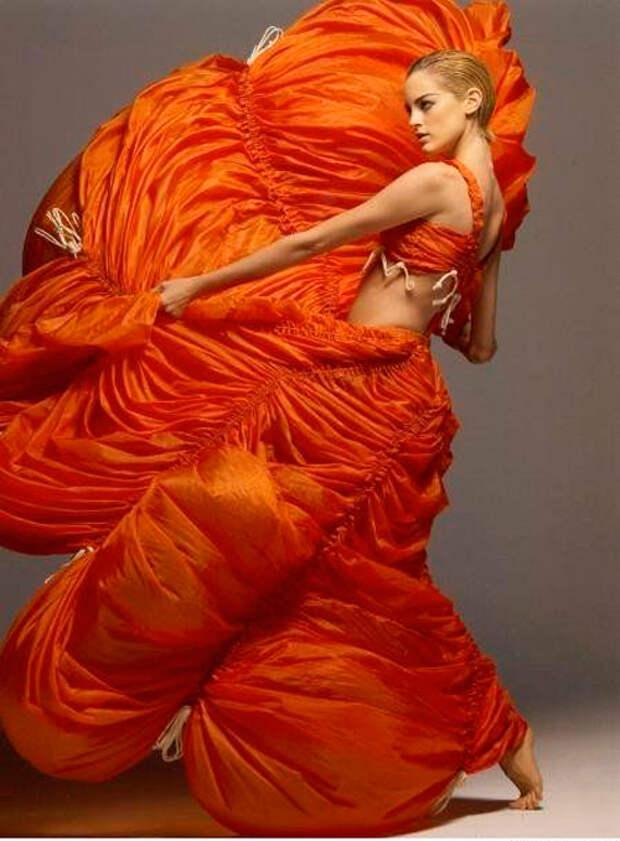 Оранжевый цвет.