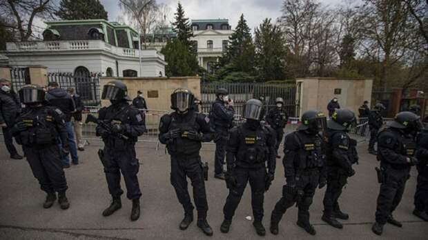 «Выбивают показания»: Прага за одну ночь арестовала около десятка чешских добровольцев, защищавших Донбасс