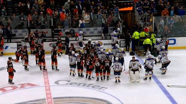 Канадский защитник НХЛ «Сент-Луис» Боумистер потерял сознание в ходе матча
