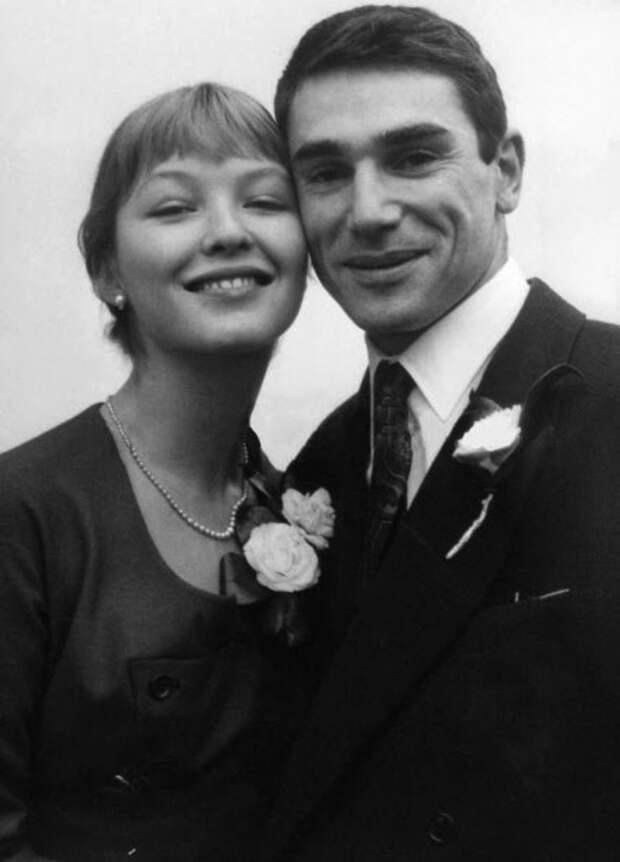 Marina Vlady et Robert Hossein le jour de leur mariage le 23 decembre 1955  -- Marina Vlady and Robert Hossein on their wedding day december 23, 1955