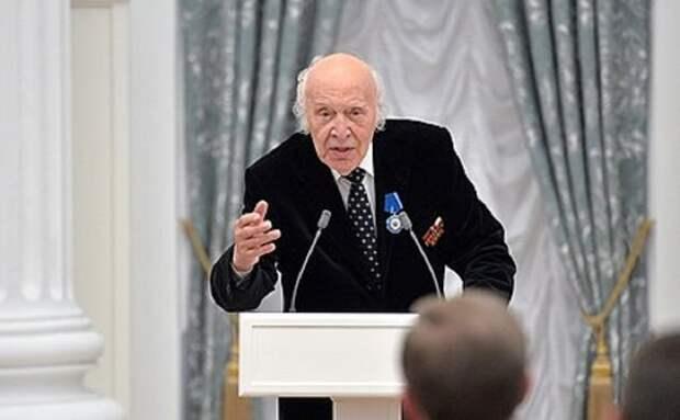 Он сообщил о полете Гагарина в космос: не стало легендарного диктора Виктора Балашова