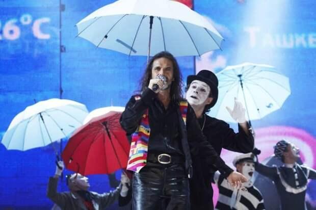 Певец на сцене | Фото: starhit.ru