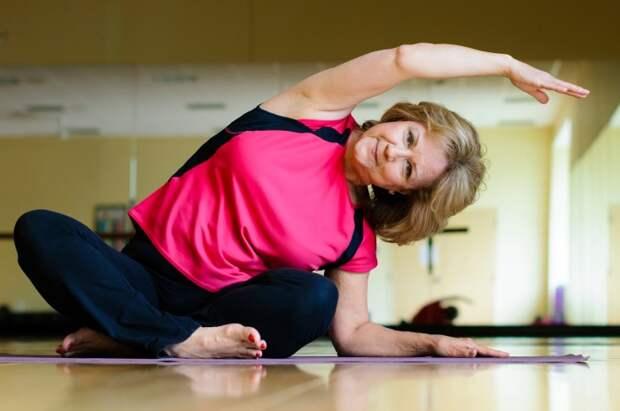 5 простых упражнений, которые избавят от неприятных особенностей, свойственных возрасту 45+