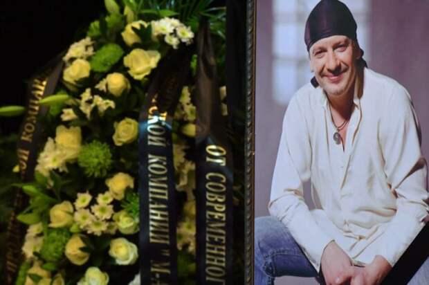 Директор центра, где умер актер Марьянов, получила условный срок