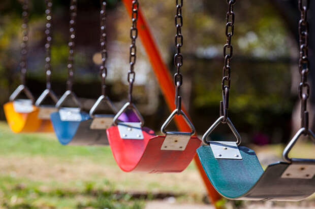 Качели на детской площадке на Большой Марфинской починили – «Жилищник»
