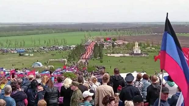 Самая большая в мире георгиевская лента была развернута в ЛНР