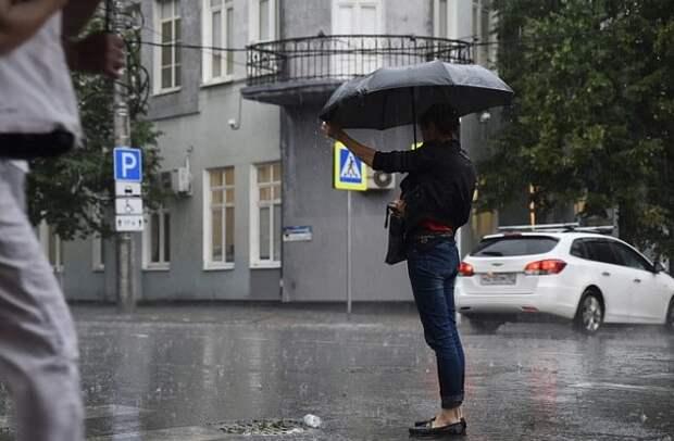 Жителей Кубани снова предупредили о ливнях с грозой и смерчах
