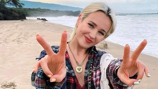 """Певица Клава Кока исполнила песню """"Катюша"""" в честь Дня Победы"""