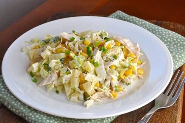 Салат из пекинской капусты с курицей. Насыщенное витаминами блюдо зарядит энергией всю семью