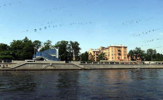 DSC 51471 Нефасадный Петербург: вид с воды