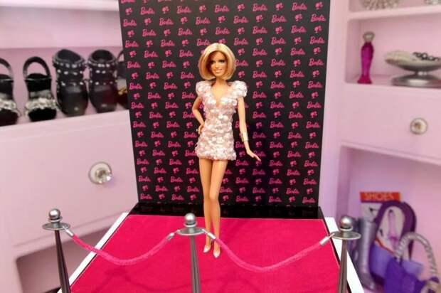 Индустрия моды дала награду кукле Барби