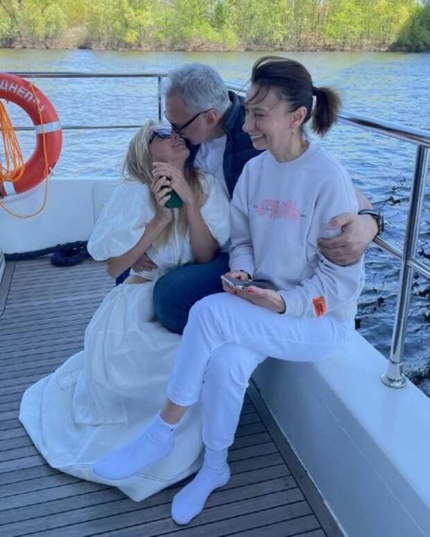 Вера Брежнева отметила день рождения Константина Меладзе на яхте