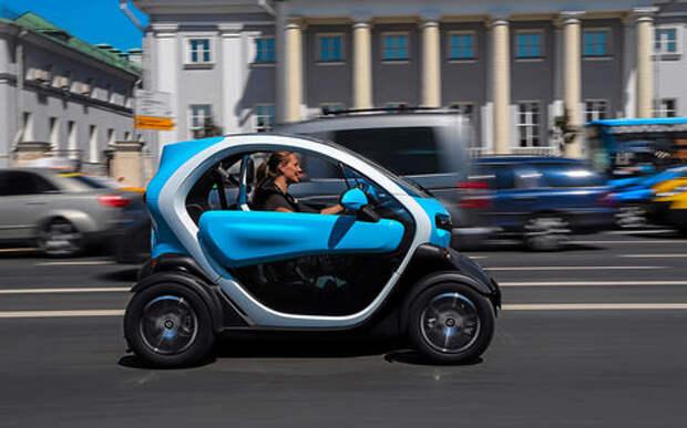Самый странный автомобиль в России: дачно-городской тест Renault Twizy