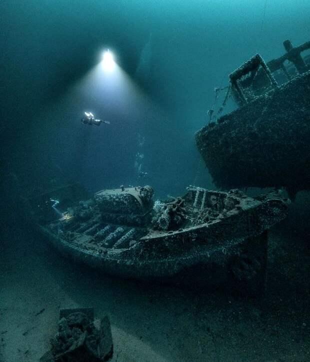 Сразу два затопленных судна в одном месте. /Фото: hi-tech.mail.ru