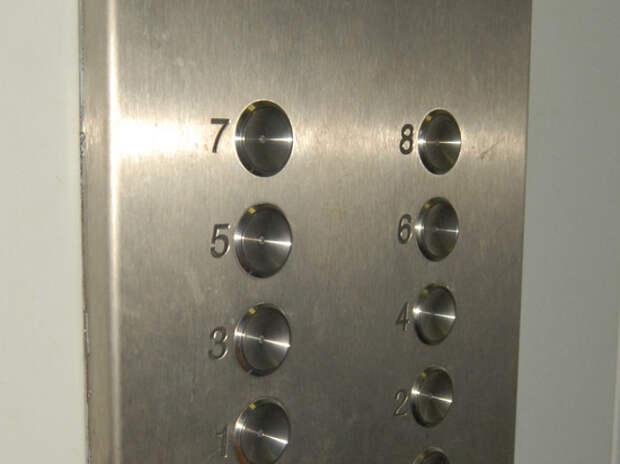 Подробности гибели мужчины в шахте лифта в Москве: закружилась голова
