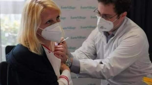 Германия вакцинирует иностранных граждан, но для немцев препарата нет