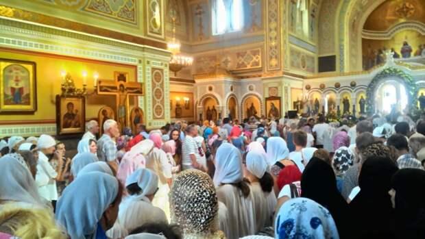 Символ духовного возрождения и объединения народов прибыл в Севастополь (фото)