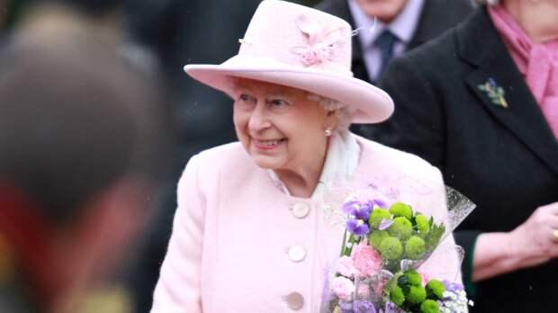 Королева Великобритании Елизавета II перенесла празднование Дня Победы