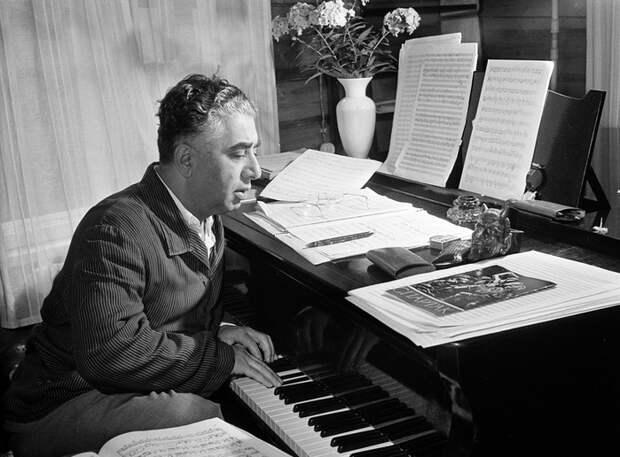5 композиторов и музыкантов, которые поздно начали заниматься музыкой