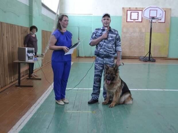 Кинолог из Андреаполя рассказал детям о работе с собаками