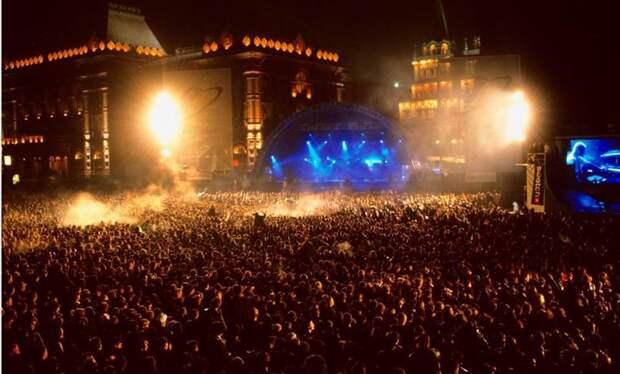 Концерт The Prodigy в Москве в1997 году посетили 250 тыс. человек.