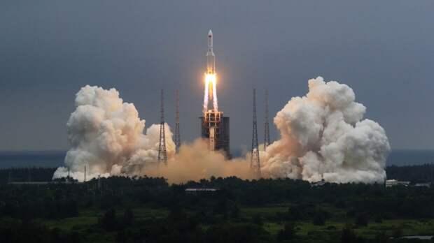 """Пекин сообщил о падении обломков ракеты-носителя """"Чанчжэн-5Б"""" в Индийский океан"""
